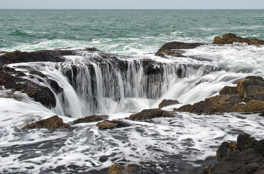 Spectacular natural scenery, Thor's Well on the Oregon coast in the US